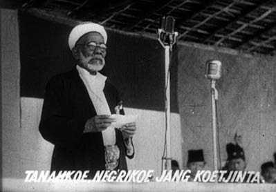 Figure 2. An Indonesian national leader expressing gratitude for the Japanese in his speech. Image reproduced from the Netherlands Institute for Sound and Vision/NIOD.